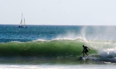 Surfing Playa Maderas